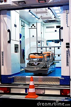 Het Binnenland van de ziekenwagen