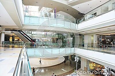 Het binnenland van het luxewinkelcomplex Redactionele Stock Foto