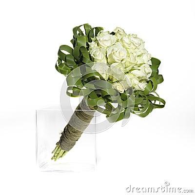 Het boeket van het huwelijk met witte rozen