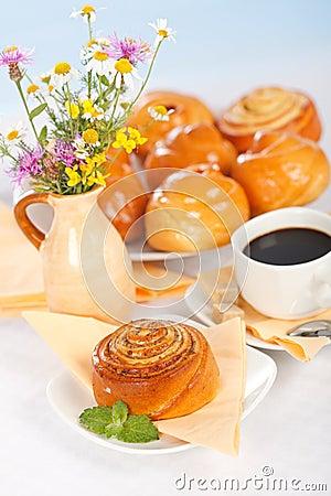 Het broodjesontbijt van de kaneel