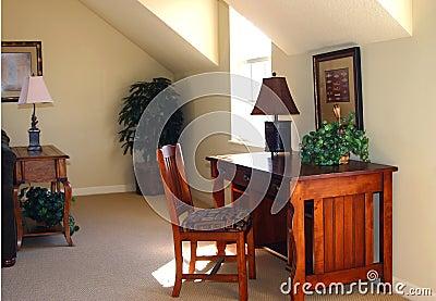 Het bureau van het huis met houten bureau