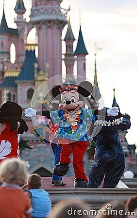 Het dansen van Mickey Mouse Redactionele Stock Foto