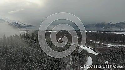 Het de winteronweer op het is manier aan Alaska stock footage