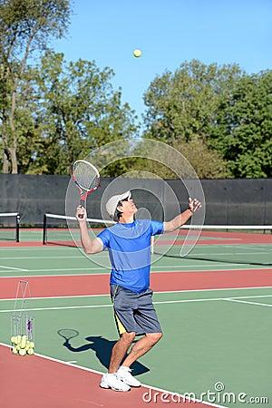 Het Dienen van de Speler van het tennis