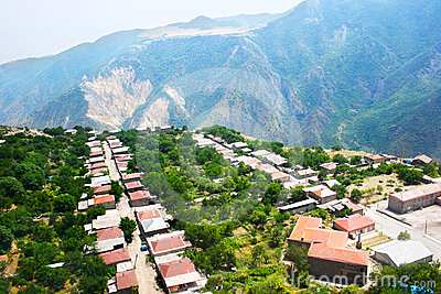 Het dorpsmening van de berg van hoogte