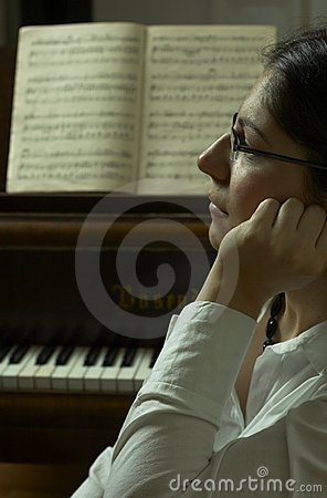 Het ernstige Portret van de Leraar van de Piano