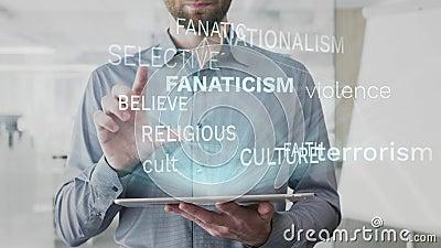 Het fanatisme, volgt, cultus, geloof, nationalistische die woordwolk als hologram wordt gemaakt op gebruikte tablet door de gebaa stock illustratie