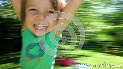 Het gelukkige jongen spinnen