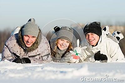 Het glimlachen jonge mensen het liggen