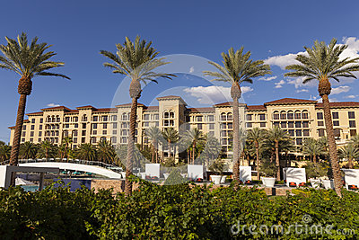 Het groene gebied van de de Toevluchtpool van de Valleiboerderij in Las Vegas, NV op 2 Augustus Redactionele Fotografie