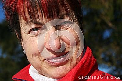 Het hogere vrouw glimlachen