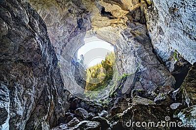 Het hol van Cetatileponorului van Apuseni-bergen