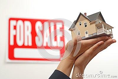 Het huis offerred voor verkoop