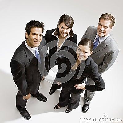 Het jonge bedrijfsmensen stellen