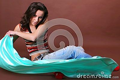 Het jonge mooie meisje tijdens actieve vrije tijd