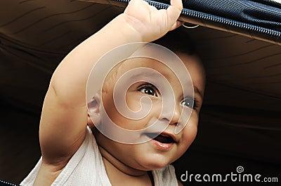 Het kind van de baby het verbergen