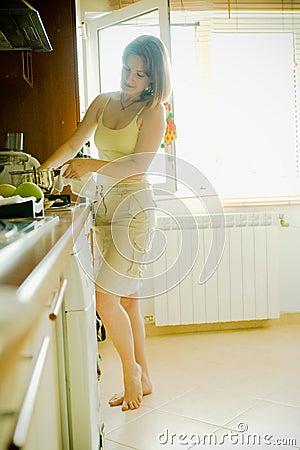 Het koken van de vrouw