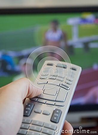 Het letten van op olympische spelen op TV