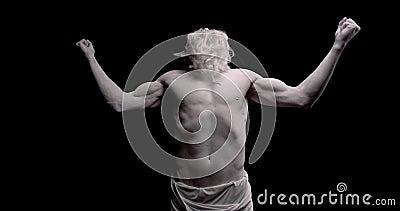 Het levende standbeeld van Zeus met lange baard en spierweefsel, wordt boos, 4 k stock footage