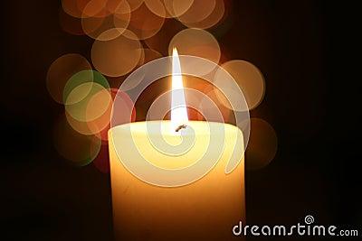 Het licht van de kaars bij Kerstmis