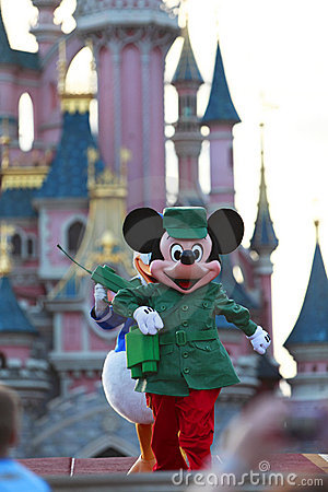 Het lopen van Mickey Mouse Redactionele Stock Foto