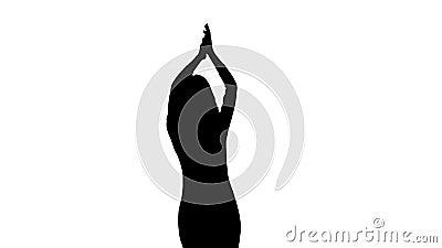 Het meisje bij het overleg danst en overhandigt op klappen Witte achtergrond Silhouet stock video
