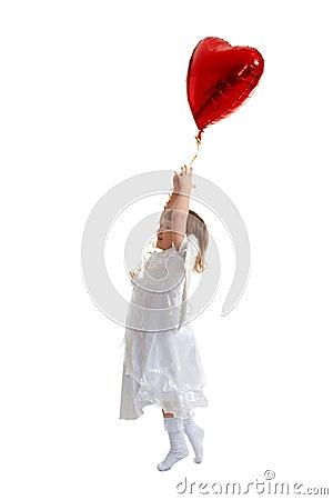 Het meisje probeert te vliegen