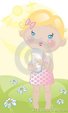 Het meisje van de baby met melk op gazon