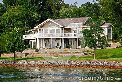 Het mooie huis van de waterkant het meer van de berg van smith stock foto afbeelding 20906010 - Mooie huis foto ...
