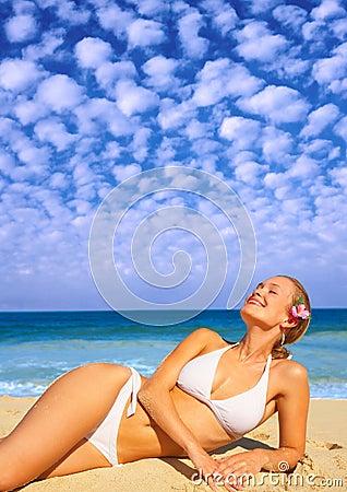 Het mooie Ontspannen van het Meisje op Vakantie