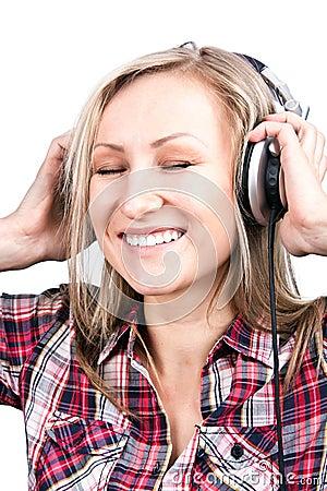 Het mooie volwassen sensualiteit blonde meisje is luistert t