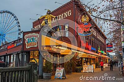 Het Nachtleven van de Toerist van de Waterkant van Seattle Redactionele Fotografie