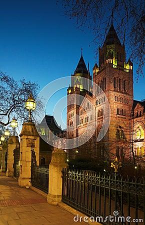 Het nationale Museum van de Geschiedenis: de mening van de nachtvoorzijde, Londen
