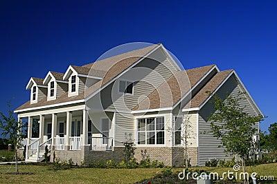 Het nieuwe huis van de amerikaans stijl stock foto afbeelding 2453930 - Mode stijl amerikaans ...