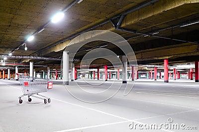 Het ondergrondse parkeren van de wandelgalerij