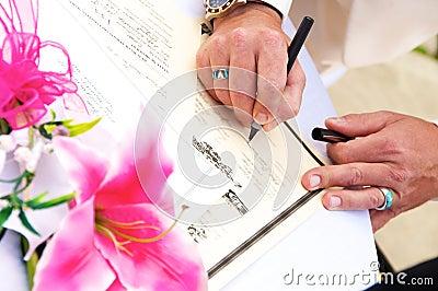 Het ondertekenen van de Vergunning van het Huwelijk
