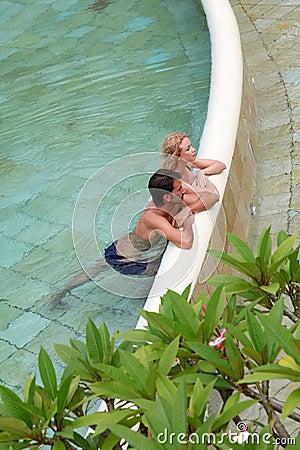Het ontspannen in de pool