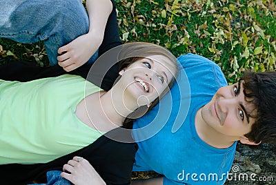 Het ontspannende Paar van de Tiener