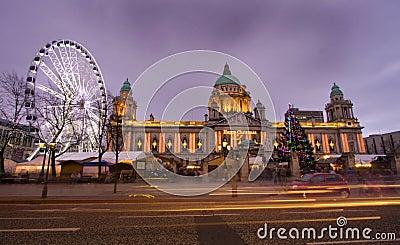 Het oog en het stadhuis van Belfast