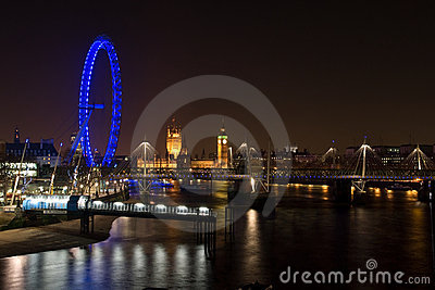 Het Oog van het Paleis en van Londen van Westminster bij nacht Redactionele Fotografie