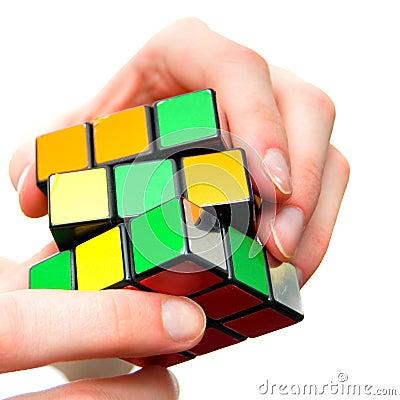 Het oplossen van het probleem raadselkubus Redactionele Stock Afbeelding