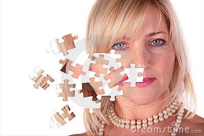 Het opstijgen van raadsel van gezicht van vrouw op middelbare leeftijd