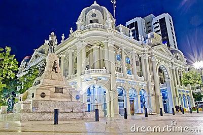 Het paleisbureau Guayaquil van de overheid bij nacht