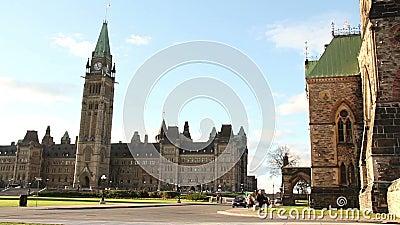 Het Parlement Heuvel Ottawa Pan Left stock footage