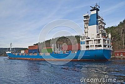 Het schip van de container onder svinesundbrug, beeld 7