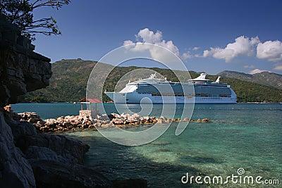 Het Schip van de cruise bij Bestemming