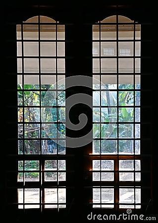 Het silhouet van het venster