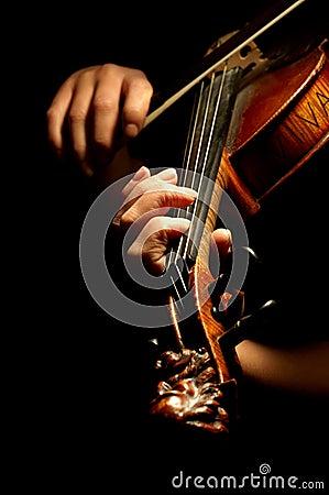 Het spelen van de musicus viool