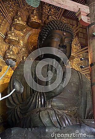 Het standbeeld van Boedha in Todai -todai-ji Tempel, Nara