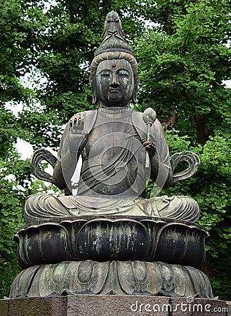 Het standbeeld van Boedha in Tokyo
